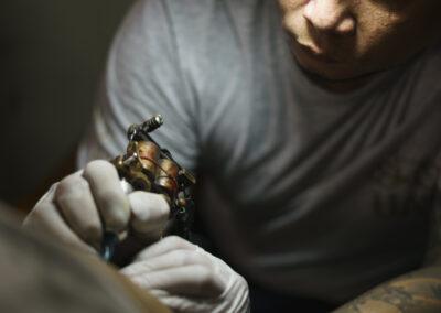 Tattooist inking sakyant